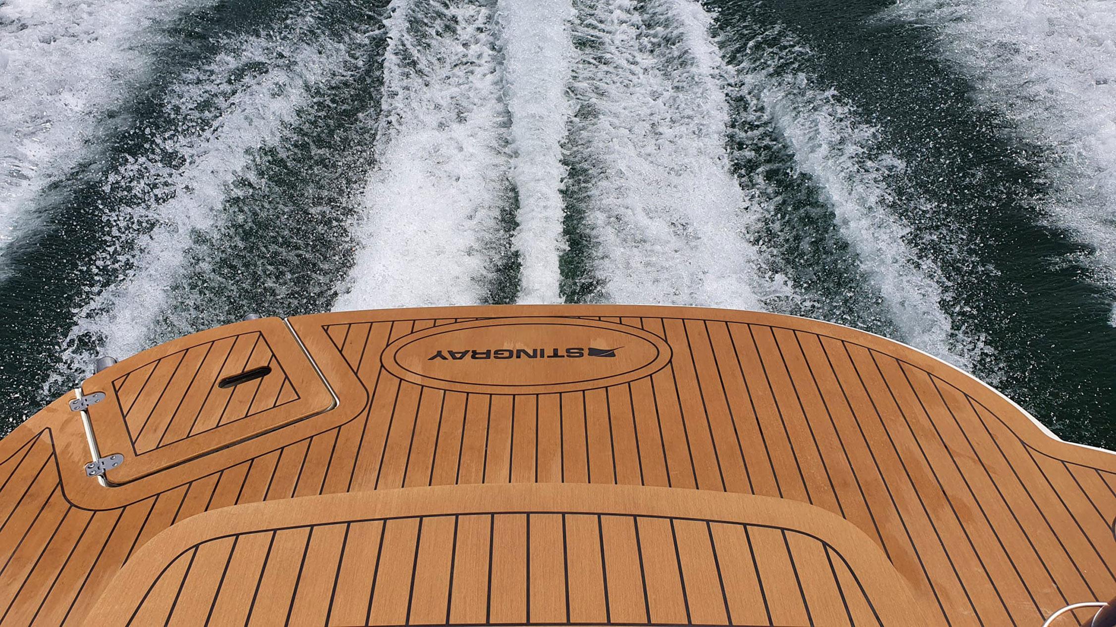 Rutschfester Decksbelag für Motorboote im Teak Holz Design